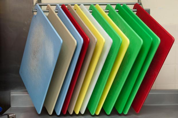 Пластиковые разделочные доски крайне негигиеничны