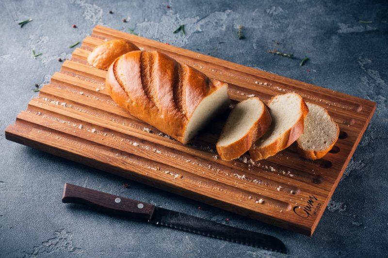 Доска для резки хлеба Crumbs. Фото Алексея Лапутина