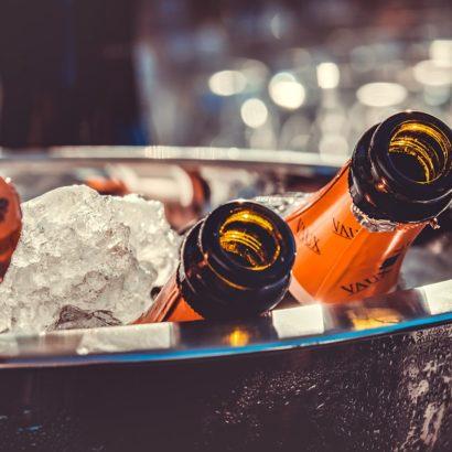 подача шампанского, подача игристых вин, закуски к шампанскому, с чем подавать шампанское, шампанское бокалы, шампанское и еда